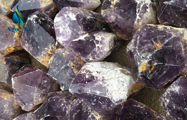 đá thạch anh tím